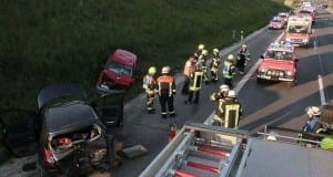 Unfall Autobahn 8 Guenzburg 21052017 Titel
