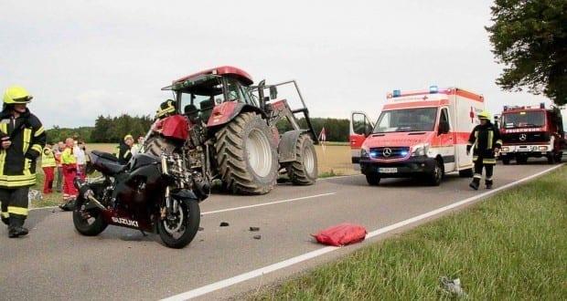 Verkehrsunfall Motorradfahrer und Traktor GZ4 Kreis Guenzburg Titel