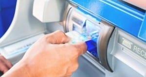 Geldautomat Ausgabeschacht
