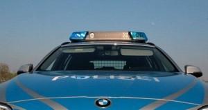 Polizeifahrzeug Front mit Blaulicht