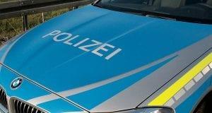 Polizeifahrzeug blau Motorhaube