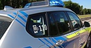 Polizeifahrzeug blau im Einsatz