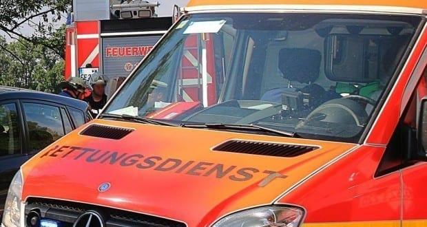 Feuerwehr-Rettungswagen-und-Unfallauto
