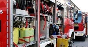 Mehrere Feuerwehrfahrzeuge im Einsatz
