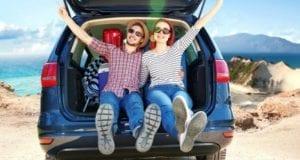 PKW beladen mit Reise-Gepaeck