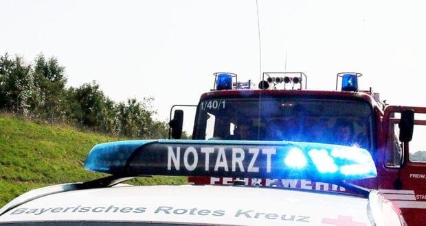 Notarzt und Feuerwehrfahrzeug Blaulicht