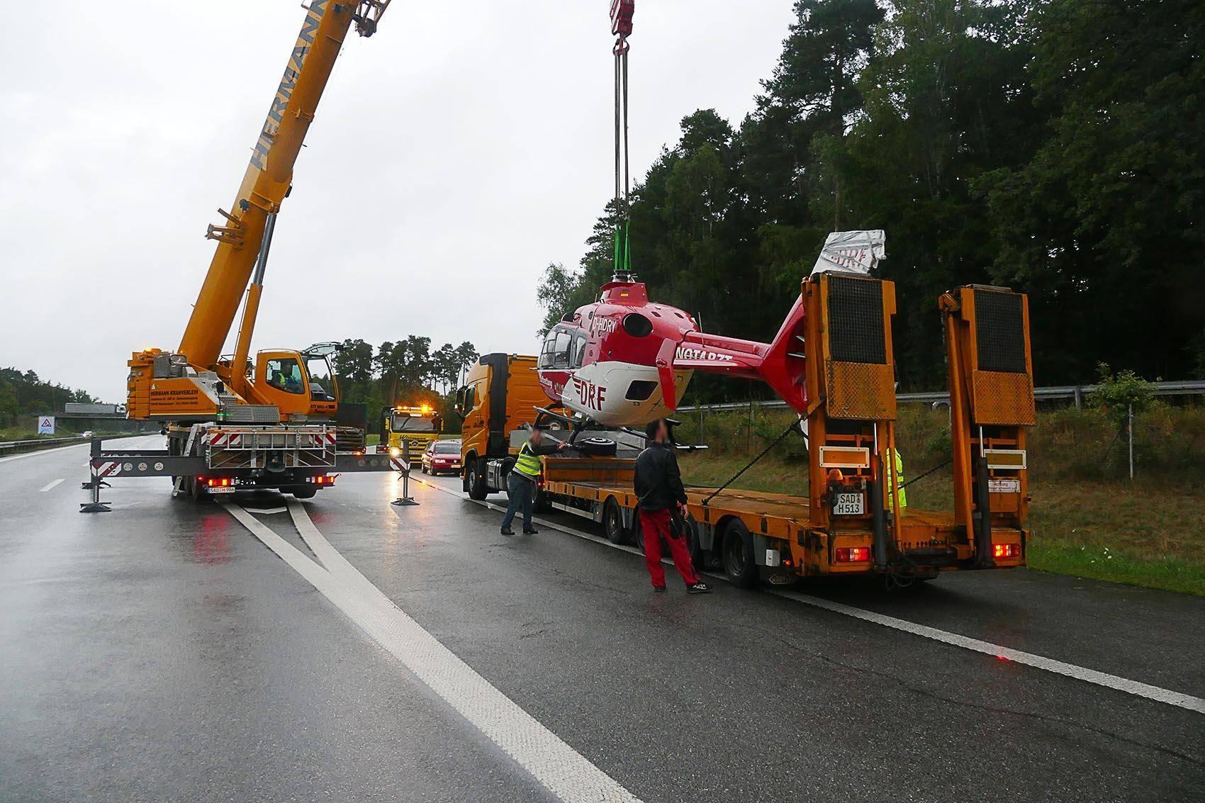 Unfall bei Schwandorf Drei Schwerverletzte, Rettungshubschrauber kaputt