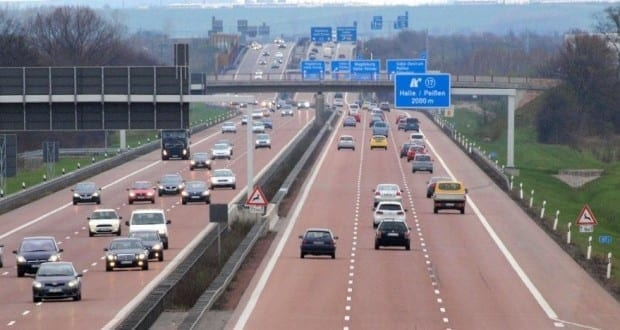 Fahrspuren Autobahn