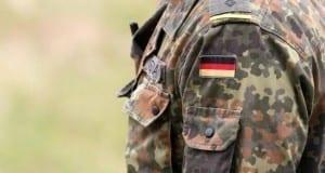 Bundeswehr-Soldat in Kampfkleidung