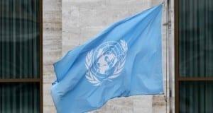 Fahne vor den Vereinten Nationen