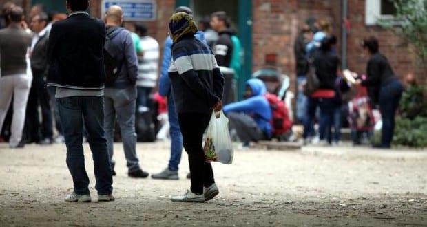 Fluechtlinge an Aufnahmestelle