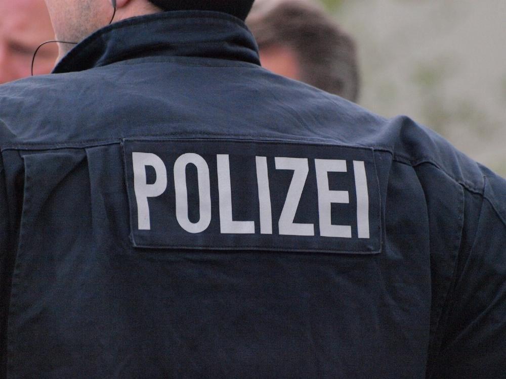 Polizist mir Weste