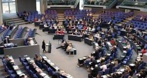 Bundestagssitzung im Plenarsaal des Reichstags