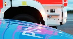 Feuerwehrauto und Polizeifahrzeug