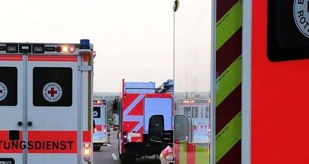 Rettungswagen und Feuerwehrfahrzeuge
