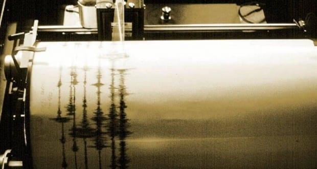 Seismograph bei der Aufzeichnung eines Erdbebens