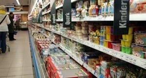 Einkaufsregal in einem Supermarkt