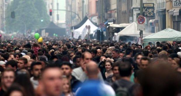 Menschenmasse in der Stadt