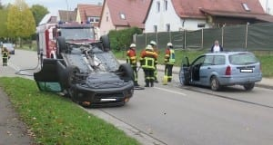 Unfall Höchstädt - PKW überschlagen nach Unfall