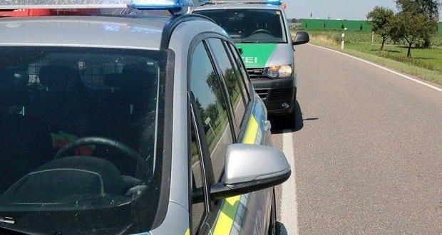 Zwei Polizeifahrzeuge Polizei