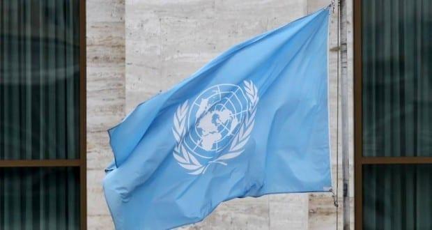 Fahne vor den Vereinten Nationen UN
