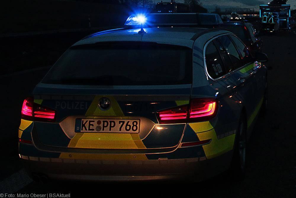 Polizei und Feuerwehr Nacht im Einsatz