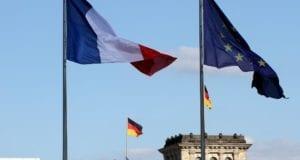 Fahnen von Deutschland Frankreich und der EU