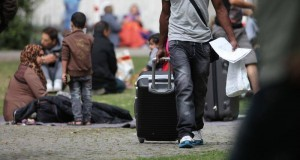 Flüchtlinge an einer Aufnahmestelle