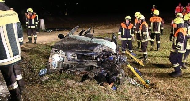 Unfall Oberwaldbach GZ20 PKW-LKW 15122107 20