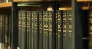 Ausgaben des BGB in einer Bibliothek