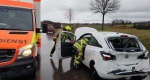 Günzburg B16 Unfall LKW PKW 02