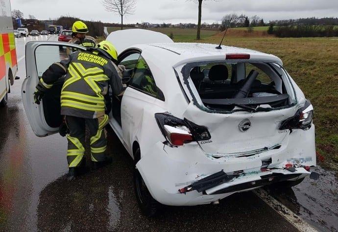 Günzburg B16 Unfall LKW PKW 03