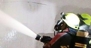 Strahlrohr Feuerwehr löscht