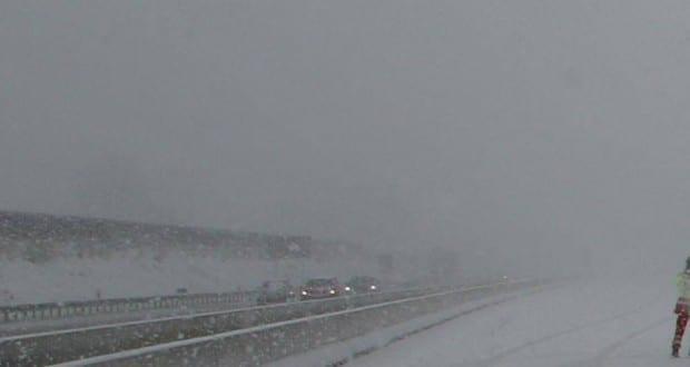 Winter Schnee auf der Autobahn
