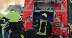 Feuerwehrfahrzeug Feuerwehrkräfte Brand