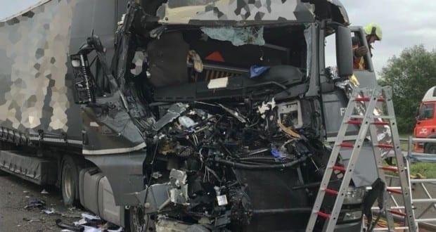 Unfall A8 Burgau-Guenzburg Sicherungsanhaenger 3