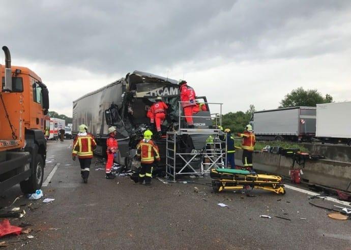 Unfall A8 Burgau-Guenzburg Sicherungsanhaenger 5