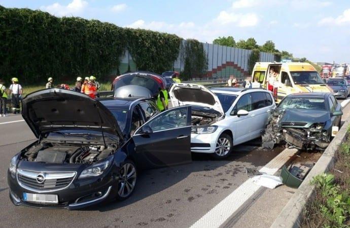 Kreis Günzburg - Unfall A8 bei Bubesheim