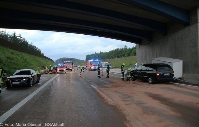 Unfall A8 bei Zusmarshausen 13052018 2