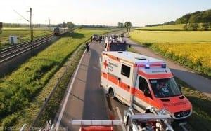 Unfall Pkw ueberschlagen zug beschaedigt Mindelaltheim 07052018 13