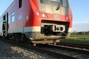 Unfall Pkw ueberschlagen zug beschaedigt Mindelaltheim 07052018 18