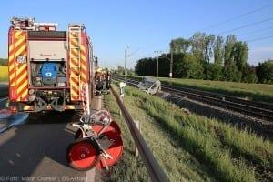 Unfall Pkw ueberschlagen zug beschaedigt Mindelaltheim 07052018 3