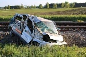 Unfall Pkw ueberschlagen zug beschaedigt Mindelaltheim 07052018 4