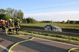 Unfall Pkw ueberschlagen zug beschaedigt Mindelaltheim 07052018 6