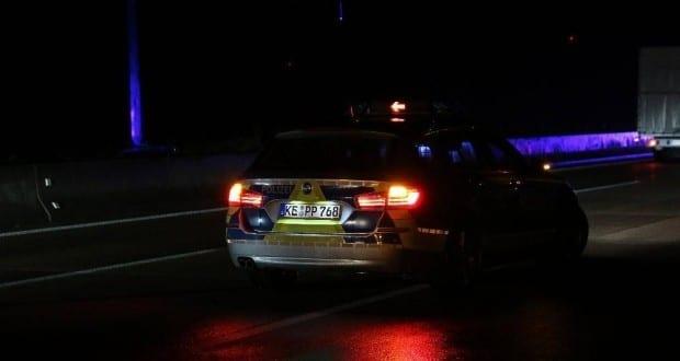 Autobahnpolizei Polizeifahrzeug Nacht