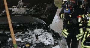 Fahrzeugbrand Brand PKW Feuerwehr