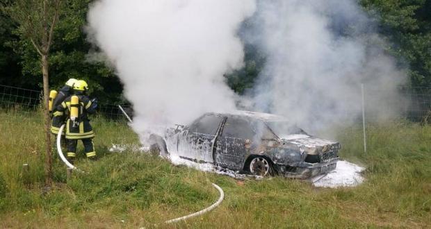 Pkw brennt Auffahrunfalll Jettingen-Scheppach A8