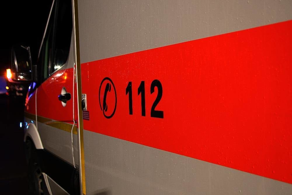 Rettungswagen im Einsatz im Dunkeln