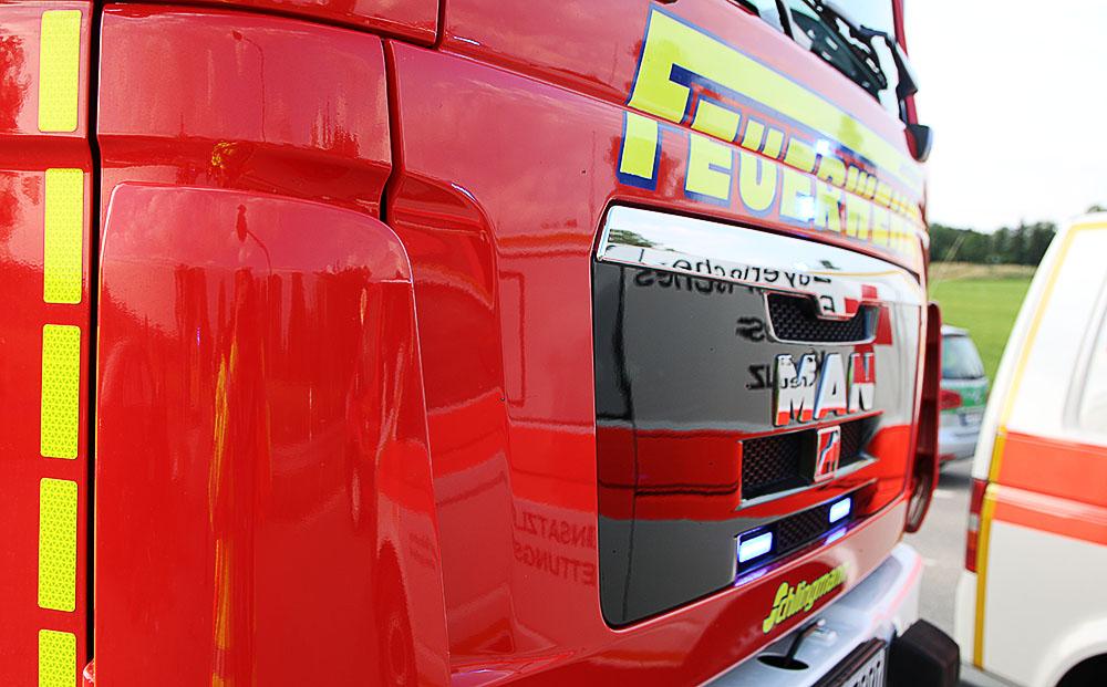 Feuerwehrfahrzeug Polizeifahrzeug und Rettungsdienst