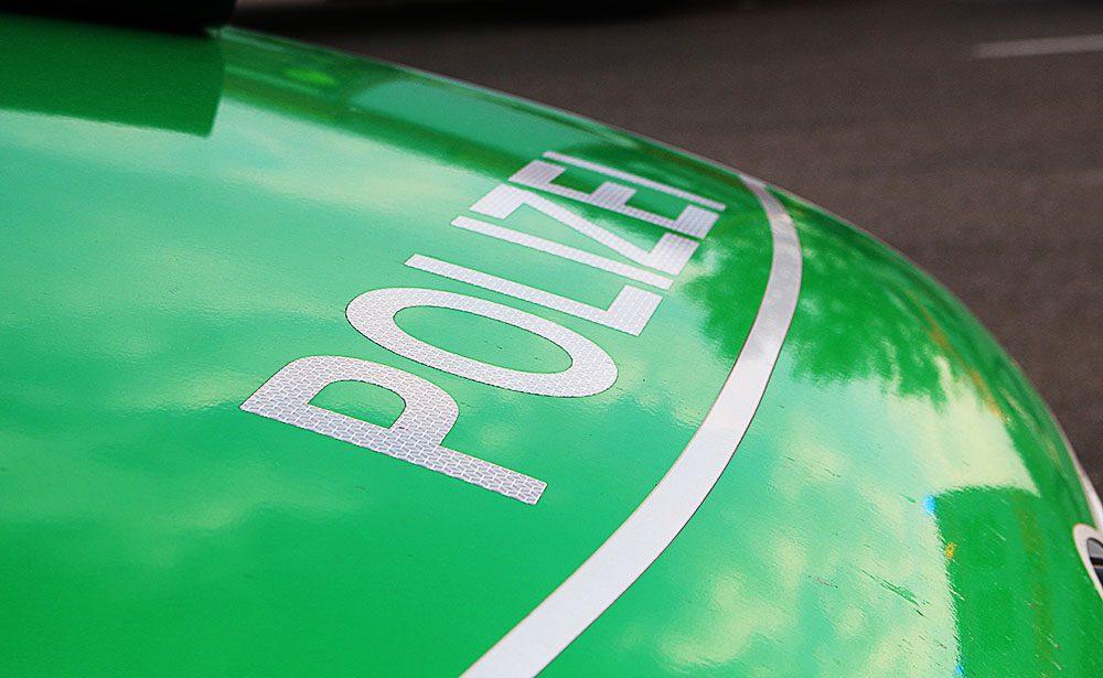 Polizeifahrzeug Grün Front
